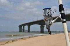 Les passionnés de l'Ile (Thierry.Vaye) Tags: moulinet canne pêche pont ile ré plage sable
