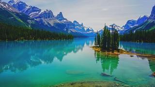 Looks like fake, but can be captured like that... Maligne Lake, Canada