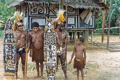 Muyu-Mandobo-022a (Stichting Papua Erfgoed) Tags: pietvanmensvoort msc papua stichtingpapuaerfgoed pace nieuwguinea nederlandsnieuwguinea irianjaya papuaheritagefoundation voormalignederlandsnieuwguinea