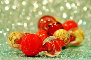 Bracelet souvenir rouge et or en signe d'amitié
