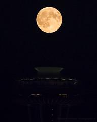Buck Moon on point. (Brendinni) Tags: fullmoon buckmoon spaceneedle seattle seattlewa seattlecenter luna redlight city