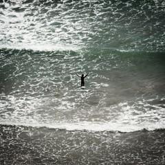 be free where you are (*BegoñaCL) Tags: mar mediterráneo verano niño agua ola formatocuadrado espuma begoñacl playpuig