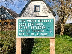 Cave Canem - Warder (FaceMePLS) Tags: warder gemeentezeevang nederland thenetherlands facemepls iphone8 straatfotografie streetphotography warning waarschuwing