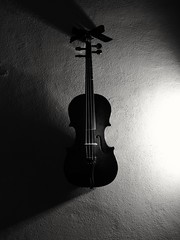 Violín. (mbc93) Tags: violin music light luz musica blackandwhite blancoynegro