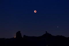 Roque Nublo, Bentayga & Eclipsed Moon (rvr) Tags: roque nublo bentayga moon eclipse lunar grancanaria canaryislands mars marte