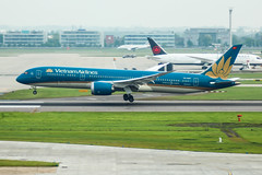 VN-A867 (markyharky) Tags: heathrow airport london heathrowairport egll lhr premierinnt4 room779 27l terminal4premierinn aircraft aviation avgeek vna867 boeing 787 boeing787 dreamliner vietnam airlines vietnamairlines