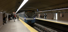 Station Mont-Royal (Loops666) Tags: subway montreal metro publictransit people platform urban underground city
