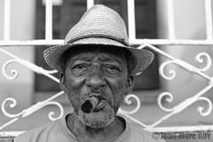 Cuba - Trinidad (jmroyphoto) Tags: cigare cuba homme jmroyphoto nb noiretblanc portrait rue street trinidad