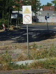 AC/DC vs Bad Religion (mkorsakov) Tags: dortmund mengede bahnhof bf schild sign verblichen faded verbot forbidden warning warnung
