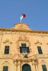 Auberge Castille [Valletta - 28 April 2018] (Doc. Ing.) Tags: 2018 malta ilbeltvalletta lavalletta valletta aubergecastille knightsofsaintjohn capital flag architecture building