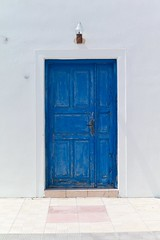 Blue door (•Nicolas•) Tags: nicolasthomas grèce greece holidays ile island m9 santorini vacances door porte bleu blue white blanc mur wall grèce color couleur old ancien