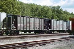 UP Class CH-70-9 220205 (Chuck Zeiler) Tags: up class ch709 220205 railroad covered hiopper freight car cotter train chuckzeiler chz