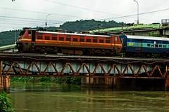 Kerala Exp. (B V Ashok) Tags: ndlstvc newdelhitrivandrum 12626 kerala express superfast sr ed erode wap4 22268 bza bezawada vijayawada scr