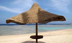 Sono in vacanza! - I'm on vacation! (Raffa2112) Tags: egitto mare ombrellone spiaggia egypt sea water blue beach parasol canonpowershotg10 raffa2112