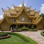 Edificio Dorado en el Templo Blanco, Chiang Rai, Tailandia thumbnail