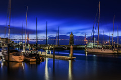 a light that will never go out (pbo31) Tags: sanfrancisco california nikon d810 color august 2018 summer boury pbo31 urban city bluehour marina sail boat goldengatebridge 101 fog lighthouse reflection bay motionblur harbor sky bridge
