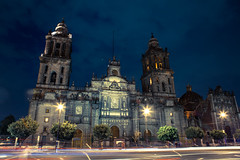 Catedral de México (Elesbaan Castro) Tags: catedral mexico templo cdmx zocalo elesbaan castro night photography nocturno luces lights torres