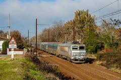 03 décembre 2013  BB 22325  Train 4663 Bordeaux -> Marseille  Cadaujac (33) (Anthony Q) Tags: 03 décembre 2013 bb 22325 train 4663 bordeaux marseille cadaujac 33 sncf intercités ic gironde aquitaine corail bb22200 bb22325