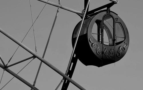 Ferris wheel (B&W)
