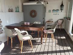 Veranda kurz vor dem Frühstück. (QQ Vespa) Tags: terrasse veranda vintage schatten shadow ombre sommer home athome sauna gartensauna