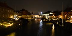 Copenhagen by Night (Lonni.besançon) Tags: copenhagen denmark night nightlight nikon nighttime couleurs colours colors colourful colour color europe water outdoors outside outdoor architecture light lights reflection reflections trees city