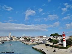 La Rochelle - Vieux-Port (JeanLemieux91) Tags: vieuxport old port viejo puerto la rochelle charentemaritime poitoucharentes france europe march mars marzo 2018 hiver winter invierno phare lighthouse beacon bateaux botas barcos