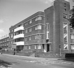 Bedford Mansions, Northampton (DH73.) Tags: northampton bedford mansions derngate art moderne architecture agi agilux agifold 75mm f45 lens ilford fp4plus 125asa microphen 11 68°f 10mins