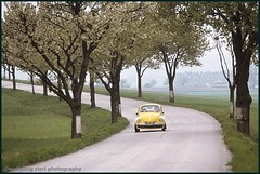 the yellow car (Drehscheibe) Tags: vw cars fuji film analogica color landstrase baum