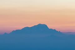 Mont Blanc (4808m) (els352) Tags: dawn levédesoleil minimalist minimalisme minimal montaña mountain montagne azur blue bleu orange nieve snow france french alps 4810m montblanc