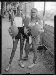 _MG_3109-Modifier (ithier.held) Tags: ilford hp5 linhof technika 9x12 large format festival portrait esperenzah