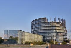 Le chateau fort du parlement européen (Emmanuel Cattier -) Tags: france alsace eurrope parlementeuropéen europeanparliament bâtiment architecture fenêtre capitale