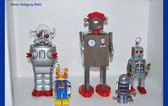 robots (BONNIE RODRIGUEZ BETETA) Tags: robots astronomía historia ciencia juguetes cultura tecnología