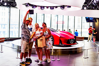 American family at NISSAN CROSSING, Ginza, Tokyo : NISSAN CROSSINGのアメリカ人家族(東京銀座四丁目)