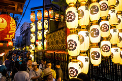 The season is coming #10 (Kyoto) (Marser) Tags: xt10 fujifilm raw lightroom japan kyoto gionfestival festival lantern crowd nightview float magichour 京都 祇園祭 後祭 黒主山
