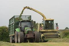 Krone Big X 650 SPFH filling a Smyth Trailers Super Cube Field Master Trailer drawn by a Deutz Fahr Agrotron 180.7 Tractor (Shane Casey CK25) Tags: krone big x 650 spfh filling smyth trailers super cube field master trailer drawn deutz fahr agrotron 1807 tractor sdf samedeutzfahr deutzfahr glanworth self propelled forage harvester traktor traktori trekker tracteur trator ciągnik silage silage18 silage2018 grass grass18 grass2018 winter feed fodder county cork ireland irish farm farmer farming agri agriculture contractor ground soil earth cows cattle work working horse power horsepower hp pull pulling cut cutting crop lifting machine machinery nikon d7200