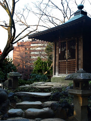 The pavilion (DameBoudicca) Tags: tokyo tokio 東京 japan nippon nihon 日本 japón japon giappone shiba shibapark shibakōen 芝公園 buddhism buddhismus budismo bouddhisme buddhismo 仏教