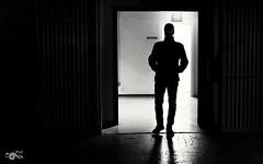 Man in black (R'Lay) Tags: contrasluz contraste blancoynegro hombre altocontraste