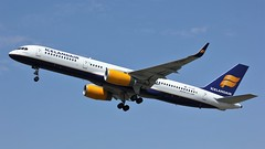 TF-ISZ (AnDyMHoLdEn) Tags: icelandair 757 egcc airport manchester manchesterairport 23l