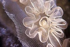 Floral Ribbon (Through Serena's Lens) Tags: macromondays mesh floral ribbon bokeh dof kenkoextensiontubes canoneos6dmarkii 7dwf