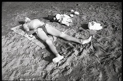 (Drop Dead) (Robbie McIntosh) Tags: leicam2 leica m2 rangefinder streetphotography 35mm film pellicola analog analogue negative leicam summilux analogico leicasummilux35mmf14i blackandwhite bw biancoenero bn monochrome argentique summilux35mmf14i autaut dyi selfdeveloped filmisnotdead strangers candid studional fomapan100 lidomappatella mappatellabeach summertime bathers beach sea man