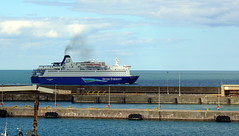 18 08 10 Oscar Wilde departing Rossalre  (15) (pghcork) Tags: oscarwilde rosslare ferry ferries carferry irishferries ireland wexford