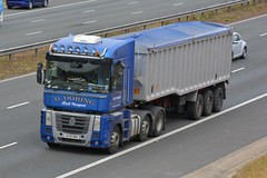 AE09 BNK (panmanstan) Tags: renault magnum wagon truck lorry commercial bulk haulage freight transport vehicle a1m fairburn yorkshire