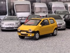 Renault Twingo (quicksilver coaches) Tags: renault twingo hongwell cararama 172 176 oo diecast model