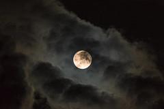 Sortie d'éclipse... 🌝 (Sugar 41) Tags: lune nuages nuit moonlight sky clouds dt55300mmf4556sam sonya77v postéclipse groupenuagesetciel