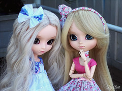 Emilly e Sofia (♪Bell♫) Tags: pullip romantic alice pink blue groove doll wig