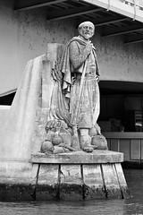 Zouave du pont de l'Alma (1856) (just.Luc) Tags: sculpture escultura statue estatua statua beeld beeldhouwwerk man male homme hombre uomo mann bn nb zw monochroom monotone monochrome bw bridge pont brug brücke parijs parigi paris îledefrance france frankrijk frankreich francia frança europa europe seine