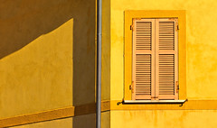 yellow window (poludziber1) Tags: street summer streetphotography city colorful color cityscape light shadow lerici liguria yellow window italia italy architecture abstract