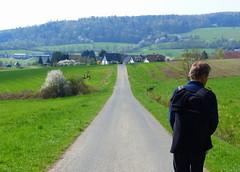 2018 Germany // Thüringen-Hessen-Rhein-Wanderweg // Holzhausen // Klaus (maerzbecher-Deutschland zu Fuss) Tags: 2018 thüringenhessenrheinwanderweg wanderweg wandern natur deutschland germany trail wanderwege maerzbecher deutschlandzufuss hiking trekking weitwanderweg fernwanderweg deutschlandzufus r ww westerwald hessen holzhausen klaus