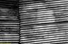 Costura metàlica. Lanzarote, noviembre 2011. (Jazz Sandoval) Tags: 2011 elfumador españa exterior enlacalle arquitectura abstracción blancoynegro blanco bn bw black blackandwhite contraste canarias calle curiosidad curiosity city ciudad contrast digital day dìa fotografíadecalle fotodecalle fotografíacallejera fotosdecalle geometría gráfico geometrías geometry geometrìa white islascanarias ilustración intriga jazzsandoval costura luz lanzarote light lineas lines monocromática monócromo metal murosyvallas negro nero noiretblanc streetphotography streetphoto sombras texturas textura valla