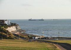 Ships at anchor (ray 96 blade) Tags: kentcoast englishchannel northsea jossbay botonybay kingsgatebay ships waitingforpilotboat shallowwaters